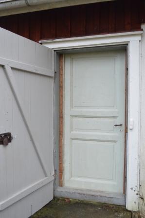 Ny dörr till bakstugan